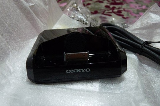 Onkyo UP-A1 iPhone/iPod dock 544px