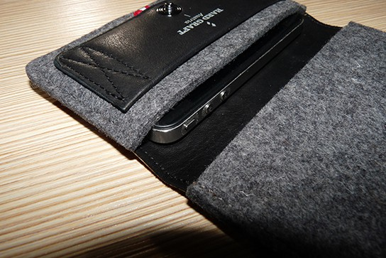 Hard Graft iPhone Wallet with iPhone 4 544px