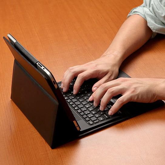 ThinkGeek iPad Bluetooth Keyboard Case img4 544px