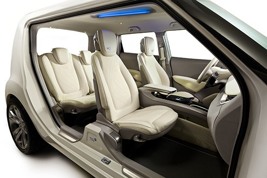 Johnson Controls ie3 concept car - interior overview 544px