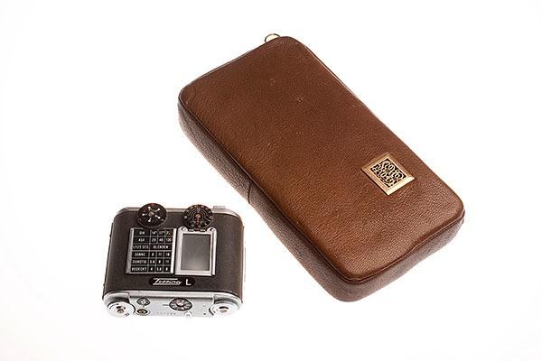 CIA Spy Gadgets - Tobacco Pouch Camera 600x400px
