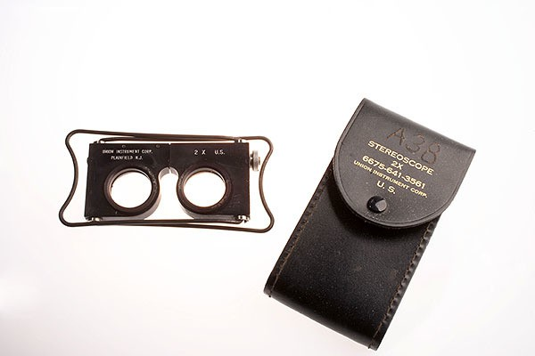 CIA Spy Gadgets - Stereoscope and Case (3D map viewer) 600x400px