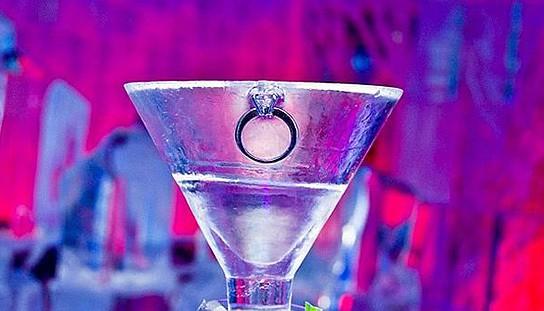Minus5 Ice Bar Monica Martini drink 544x311px