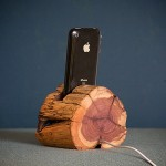 WoodTec Cedar iPhone Dock img2 600px