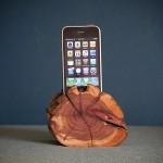 WoodTec Cedar iPhone Dock img4 600px