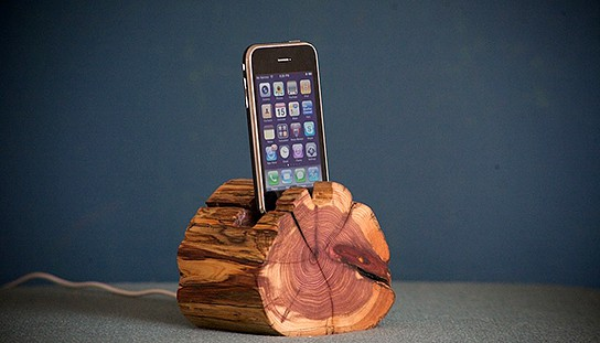 WoodTec Cedar iPhone Dock main 544px
