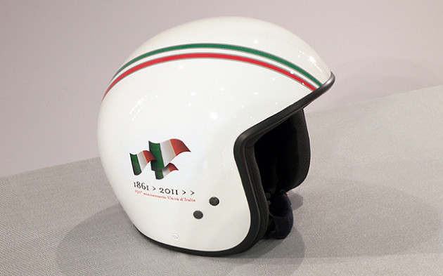 matching helmet for the Piaggo Vespa PX 150 Unification of Italy Anniversary Edition 640x400px