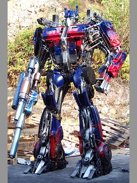 Steel Legend scrap metals Transformers sculpture - Optimus Prime 450x600px