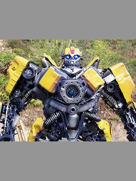 Steel Legend scrap metals Transformers sculpture - Bumble Bee 450x600px