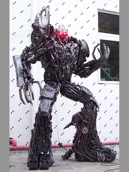 Steel Legend scrap metals Transformers sculpture - Megatron 450x600px