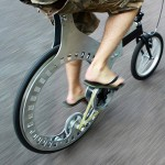 Lunartic belt-drive bicycle makes hubless wheel a reality