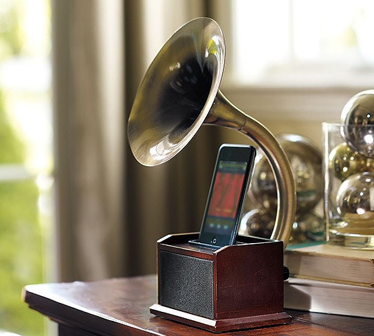 Gramophone iPod Station 544x488px