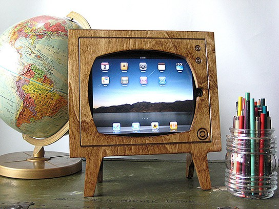 Natural Wood Retro TV iPad Dock 544x408px