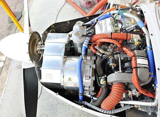under the hood of Siemens DA36 E-Star 544x598px