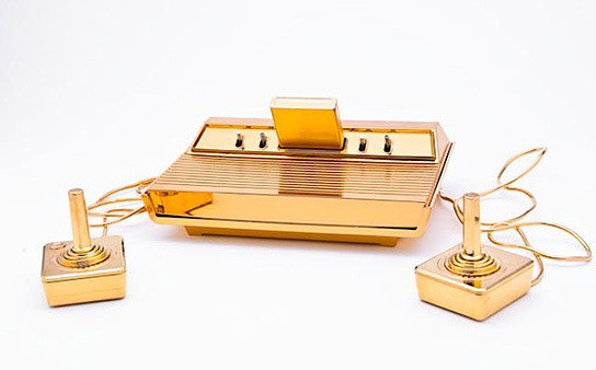 Golden Atari 2600 console 544x338px