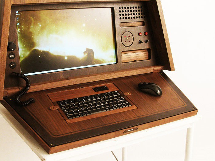 Love Hulten's Sputnik 0667 PC case mod - retro sci-fi at its