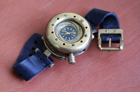 Steampunk Wristwatch with iris cover 544x360px