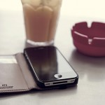 HEX Code Wallet keeps your iPhone and cards together