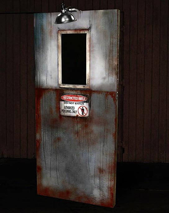 Axe-killer ANIMATRONIC DOOR Haunted House Prop 544x688px