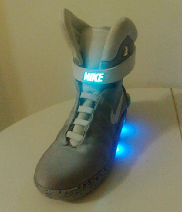 ... DIY Nike MAG lights up like the real deal