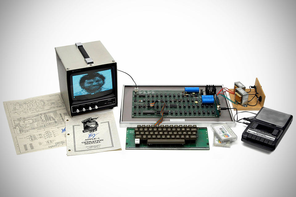 1976 Apple I Computer - MIKESHOUTS