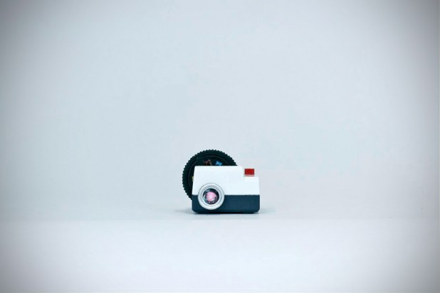 Projecteo - a wee size Instagram projector