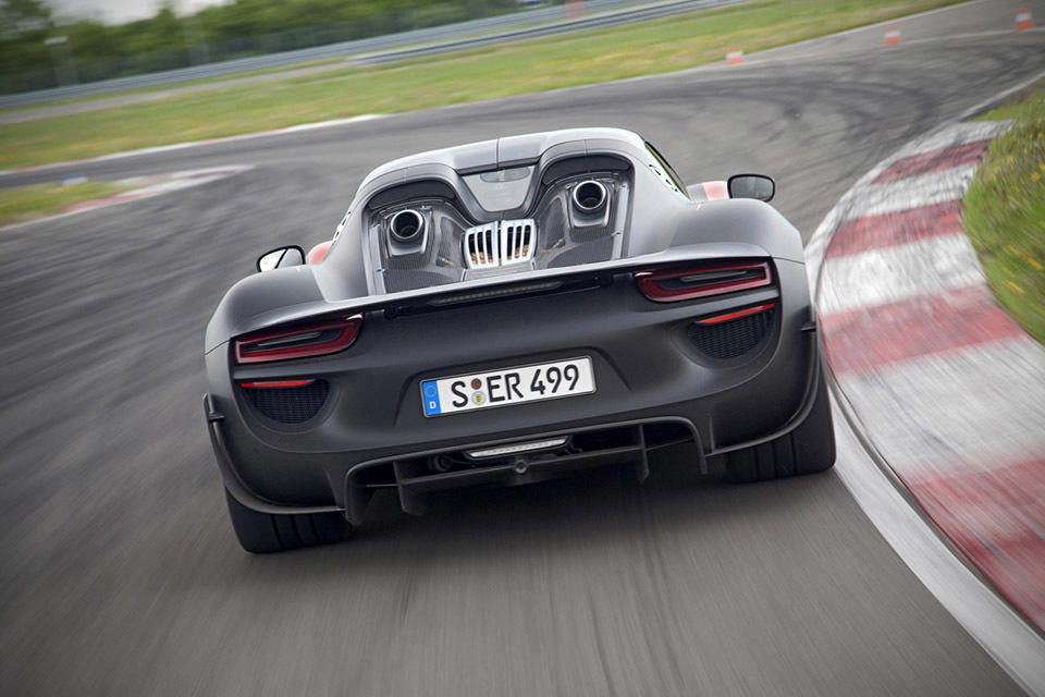 2015 porsche 918 spyder hybrid supercar goes official. Black Bedroom Furniture Sets. Home Design Ideas