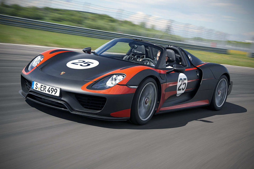 2015 Porsche 918 Spyder Hybrid Supercar Goes Official