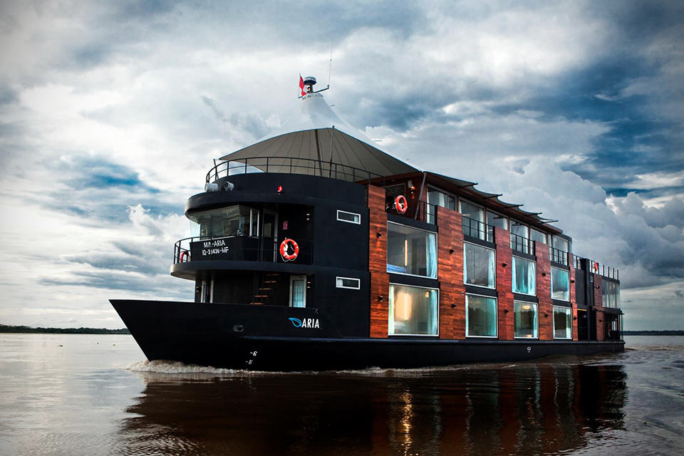 Travel Aqua Amazon Luxury Boutique Hotel Boat Mikeshouts