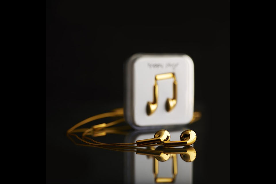 Happy Plugs 18-carat Solid Gold Earphones | SHOUTS