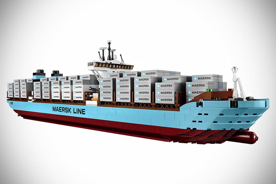LEGO-Maersk-Line-Triple-E-image-2.jpg