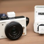 FlashQ Is A Wireless Flash Trigger That Won't Look Awkward On Small Cameras