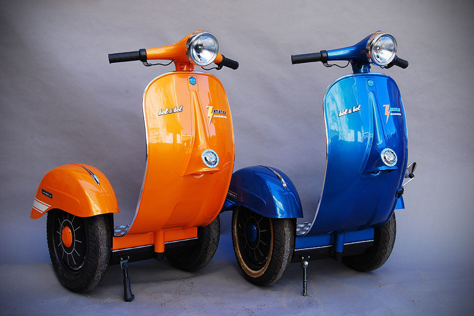 spanish firm turns a vespa into a segway like personal. Black Bedroom Furniture Sets. Home Design Ideas