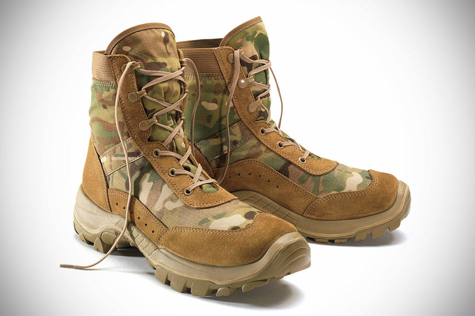 The Toy Fancy Bates Recondo jungle boot by bates