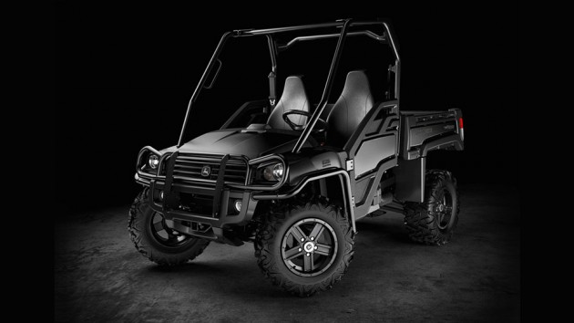 John Deere XUV825i Midnight Black Special Edition Gator