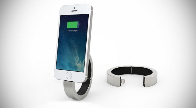 Q Designs' QBracelet Is A Fashion Statement That Charges Your Mobile Devices Too
