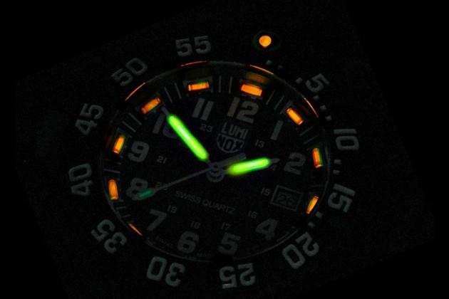 SureFire 2211 Luminox WristLight