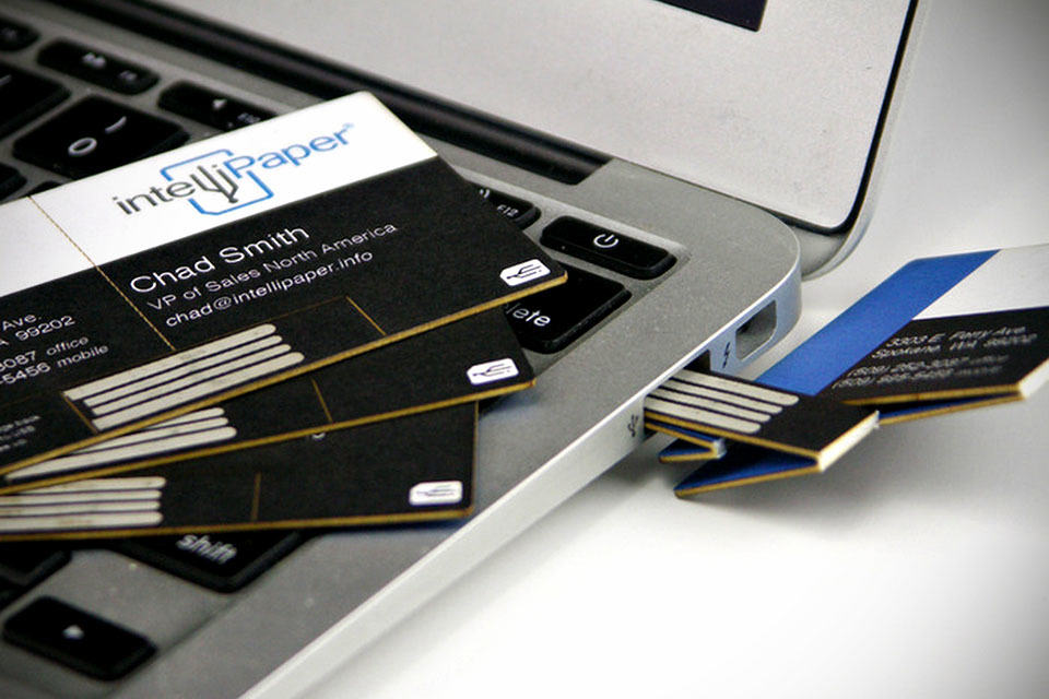 This Smart Business Card Lets You Your Porfolio With