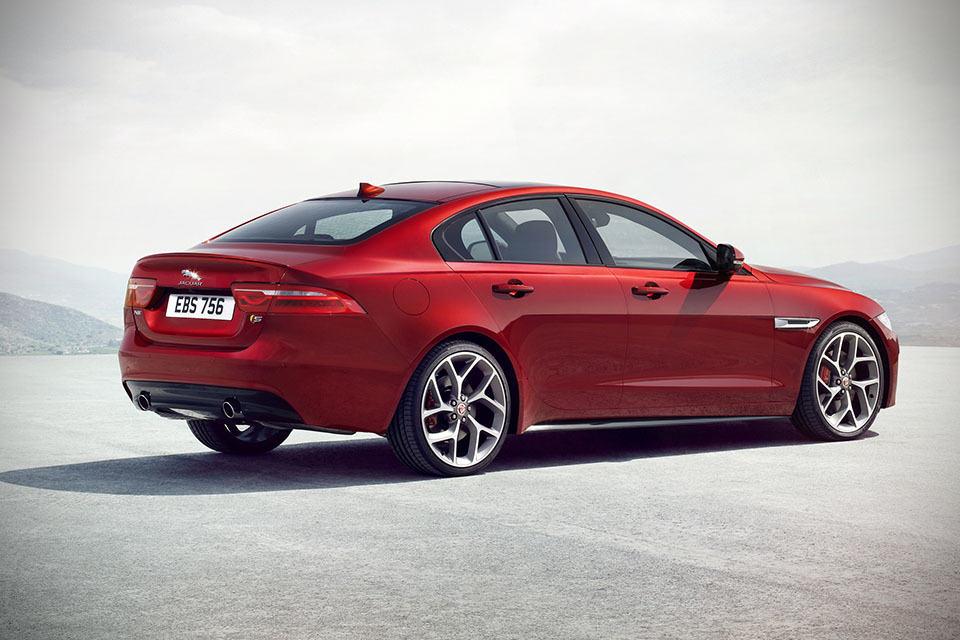 Jaguar Premieres Jaguar Xe S Makes Mph In Under