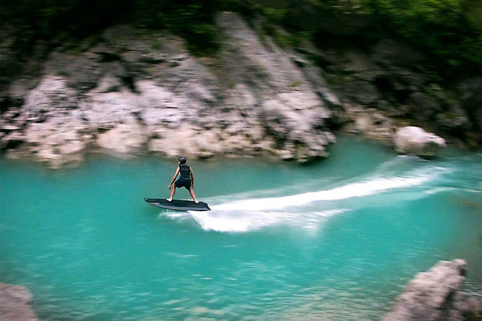 This Electric Wakeboard Lets You Wakeboard Without A