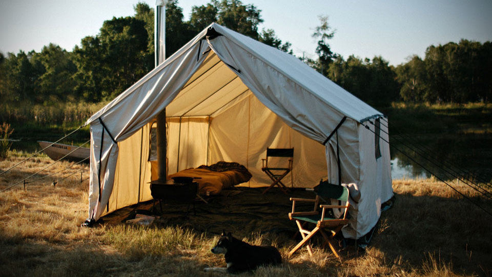 Canvas Wall Tent Lets Up to Four Person Brave the Elements in Maximum Comfort and Convenience - MIKESHOUTS & Canvas Wall Tent Lets Up to Four Person Brave the Elements in ...