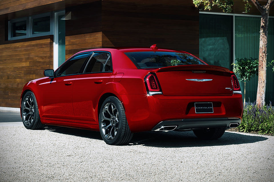 Here's the 2015 Chrysler 300. It Looks the Same, But Not Quite the