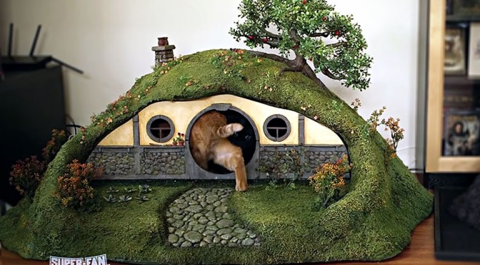 Custom Lord of the Rings Litter Box and Scratching Post