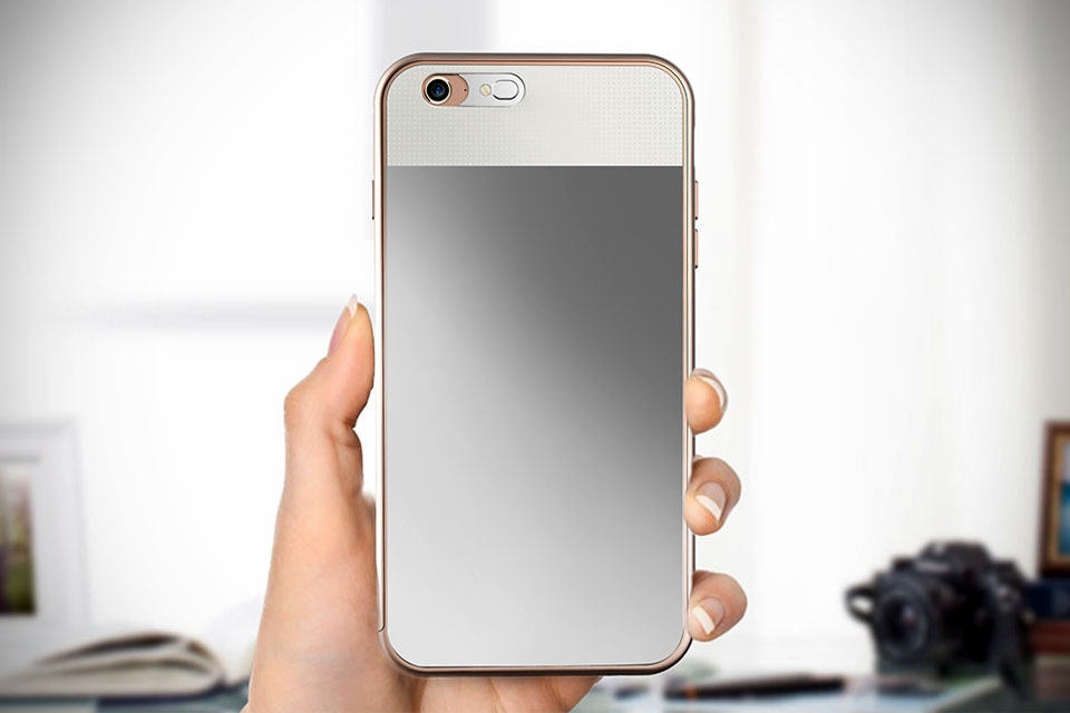 Vanity Mirror With Lights Phone Case : Lighted Mirror iPhone Case Not Only Has a Mirror Stuck to its Back, But Its Lighted Too - MIKESHOUTS