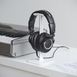 Meet Posto, an Inexpensive and Elegant Way of Hanging Up Your Expensive Headphones