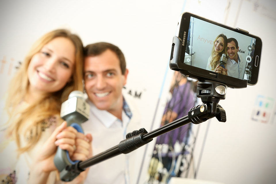 you are familiar with selfie stick now meet one with a hd mic stuck to it. Black Bedroom Furniture Sets. Home Design Ideas
