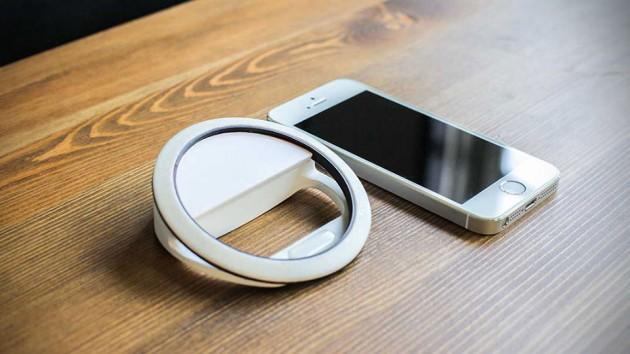 Kira Ring Light for Smartphone by Julie Watai