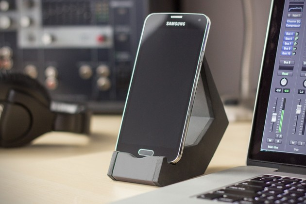 TILT Smartphone Stand by Made by Forge