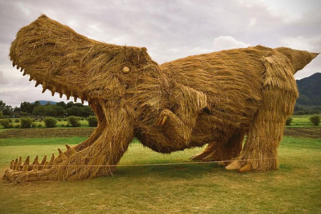 Rice Straws Dinosaur Sculptures by Amy Goda