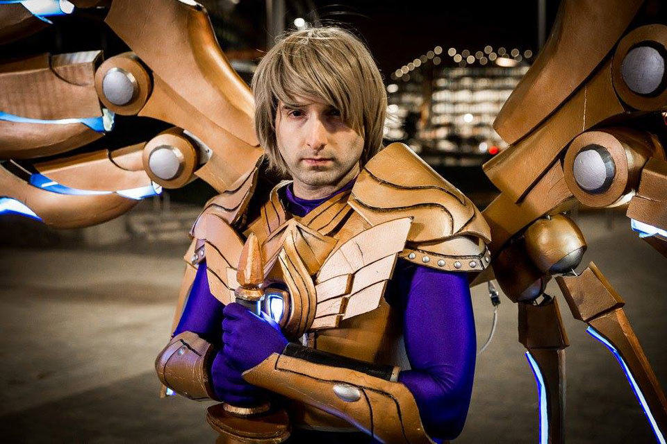 This League Of Legends Cosplay Suit Has App-controlled ...